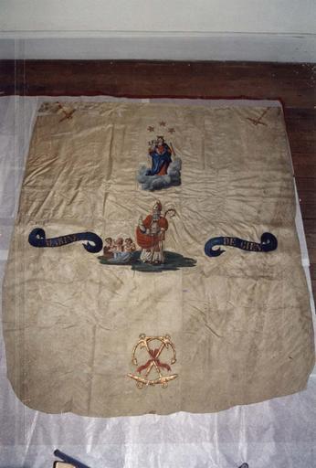 Bannière de procession de la confrérie des mariniers de Gien, taffetas et sergé de soie peints, 18e siècle, vue générale