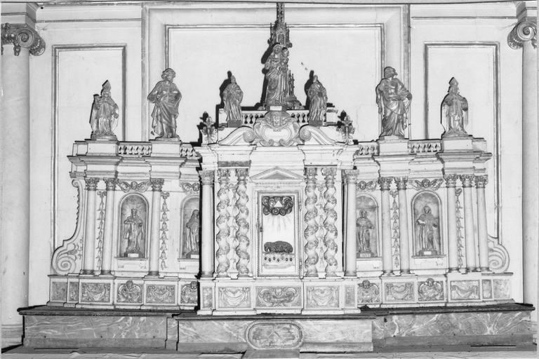 Tabernacle et contre-table du maître autel et ses statuettes, bois sculpté et doré, fin du 17e - début du 18e siècle