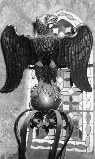 Aigle-lutrin, bois, 18e siècle, vue frontale de la partie haute du lutrin