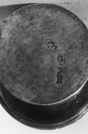Ciboire des malades, par Etienne Tremblay, maître orfèvre à Orléans (1757-1793), argent et argent doré, 18e siècle, détail des poinçons