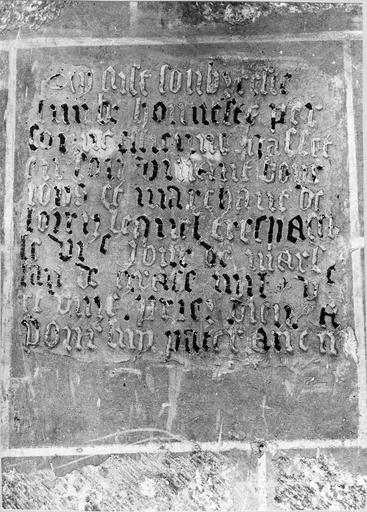 plaque funéraire avec épitaphe d'Etienne Gallet, marchand, pierre gravée, 1511