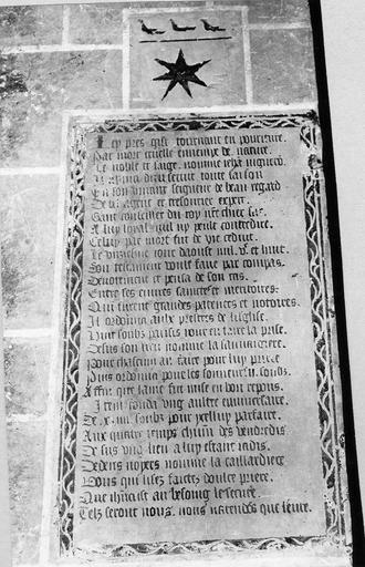 plaque funéraire avec épitaphe en vers de Jehan Vigneron, trésorier du seigneur de Beauregard, pierre gravée, 1508