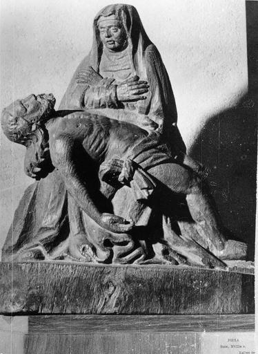 Groupe sculpté : Vierge de Piété, bois, 17e siècle