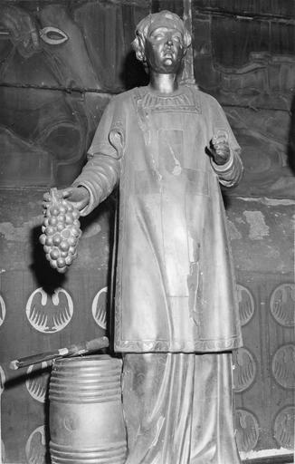 Statue : saint Vincent tenat une grappe, bois doré, 18e siècle