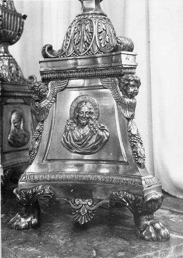 Crucifix, métal fondu et ciselé, détail du pied avec figure du Christ, 19e siècle