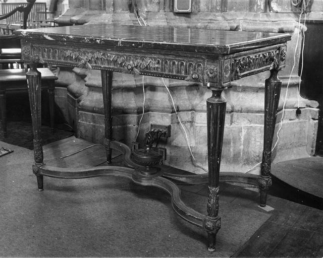 Crédence, marbre et bois doré, style Louis XVI, appartenant à une paire