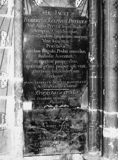Plaque funéraire : épitaphe de Robert Joseph Pothier