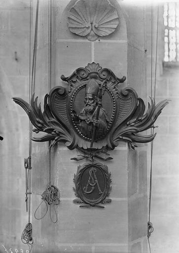 Médaillon de Louis-Sextius Jarente de la Bruyère, évêque d'Orléans, mort en 1788