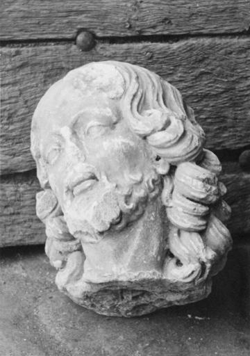 Statue : tête d'apôtre ou de saint, pierre, 17e siècle
