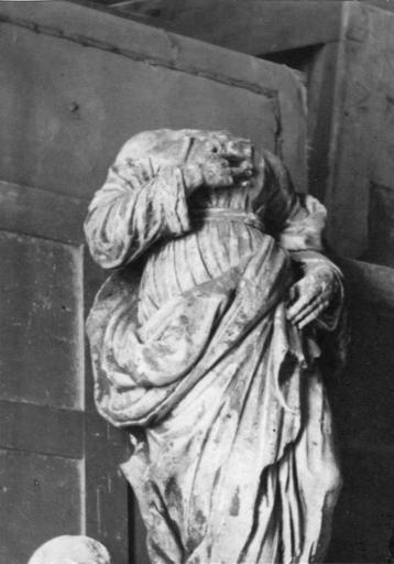Statue : corps d'apôtre ou de saint, pierre, 17e siècle