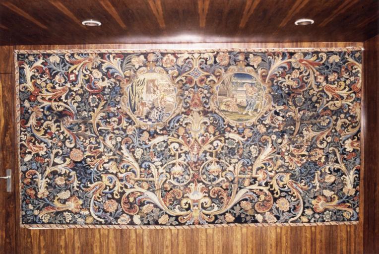 Ancien devant d'autel, tapisserie au petit point, laine et soie, 17e siècle, représentant L' Annonciation et Noli me tangere