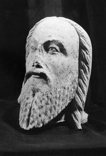 Statue : Christ en majesté, pierre 16e siècle, détail de la tête
