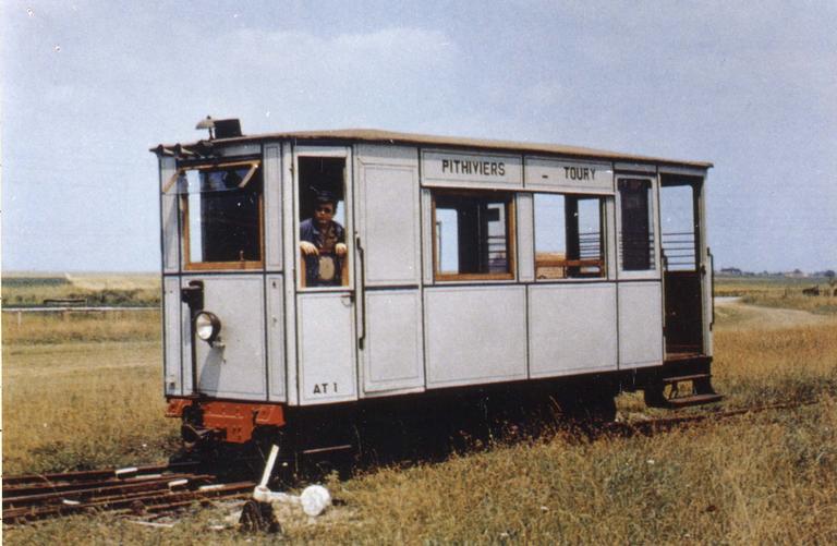 Automotrice pétroléo-électrique, type Sainte Crochat de 1922 N°AT1, réseau d'origine : Tramway Pithiviers-Toury