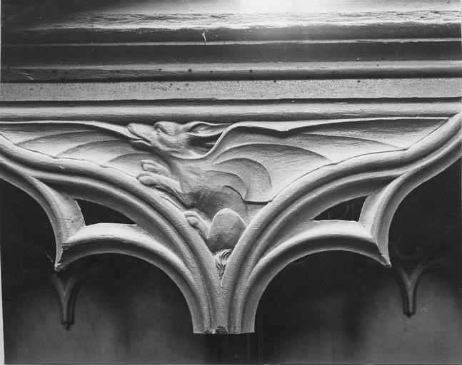 Stalles du choeur en bois sculpté, 15e siècle, détail du décor représentant un dragon
