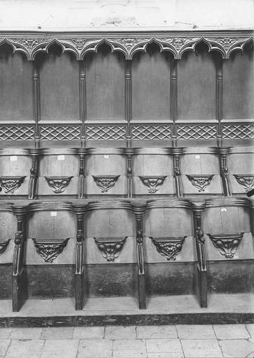 Stalles du choeur en bois sculpté, 15e siècle