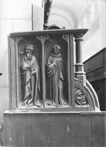Stalles du choeur en bois sculpté, 15e siècle, détail du décor représentant deux saints personnages