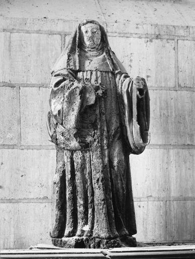 statue : religieuse, bois, 17e siècle