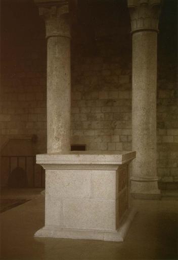 Aménagement du choeur, 1977, détail de l'autel