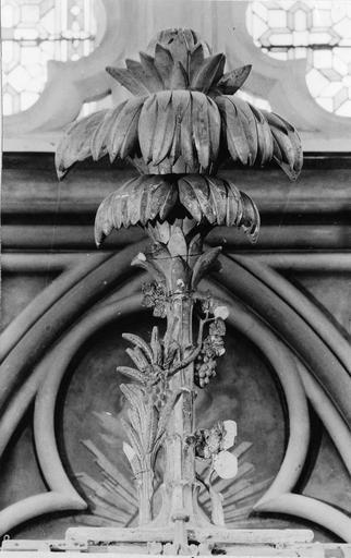 Thabor en forme de palmier avec à la base un bouquet d'épis et de vigne, bois doré, 18e siècle
