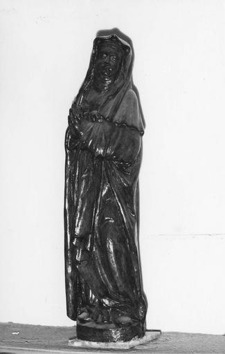 Statue : La Vierge, bois, 16e siècle, devait appartenir à un groupe de calvaire