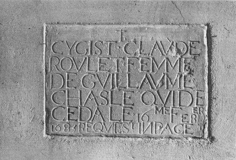 plaque funéraire avec épitaphe de Claude Roullet, mort en 1683, pierre gravée