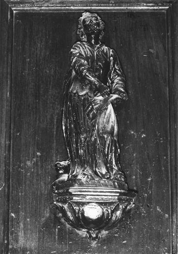 Statuette de chaire à précher, représentant saint Mathieu, bois, 17e siècle, oeuvre volée