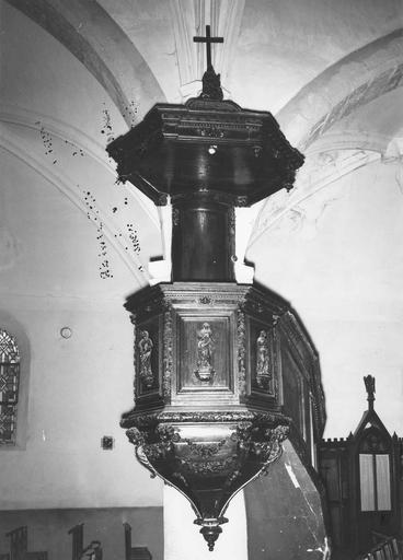 Chaire à prêcher, bois sculpté, 17e siècle, oeuvre volée