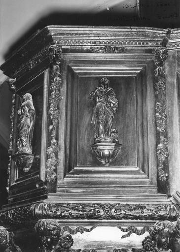 Chaire à prêcher, bois sculpté, 17e siècle, détail du panneau avec saint Marc, oeuvre volée