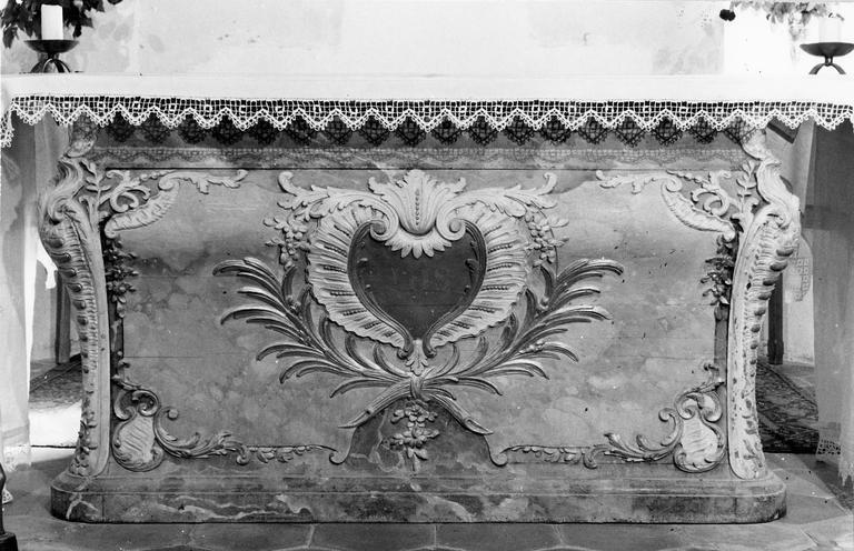 Autel en forme de tombeau, bois peint et doré, début du 18e siècle