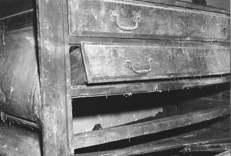 Autel-chapier, bois, 18e siècle, détail des tiroirs