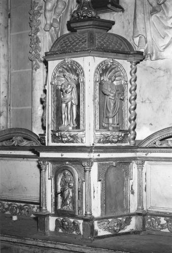 Tabernacle et ses cinq statuettes en bois doré, 1734