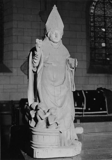 Statue : saint Nicolas, bois badigeonné, 16e siècle