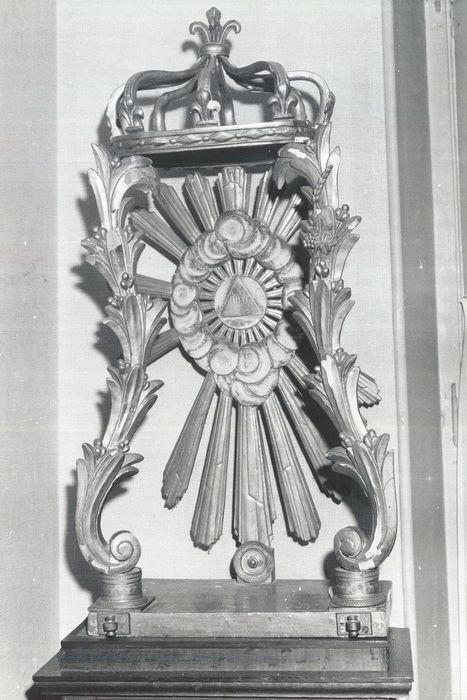 dais d'exposition pour le Saint-Sacrement