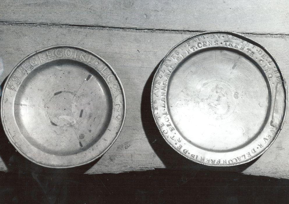 deux plats de quête des confréries de Saint-Grégoire et Saint-Eloi