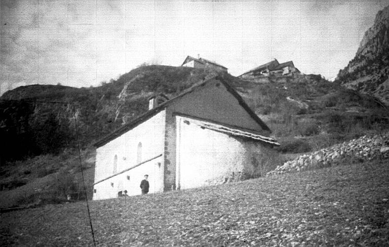 Extérieur : vue sur la chapelle