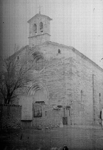 Extérieur : vue sur l'église