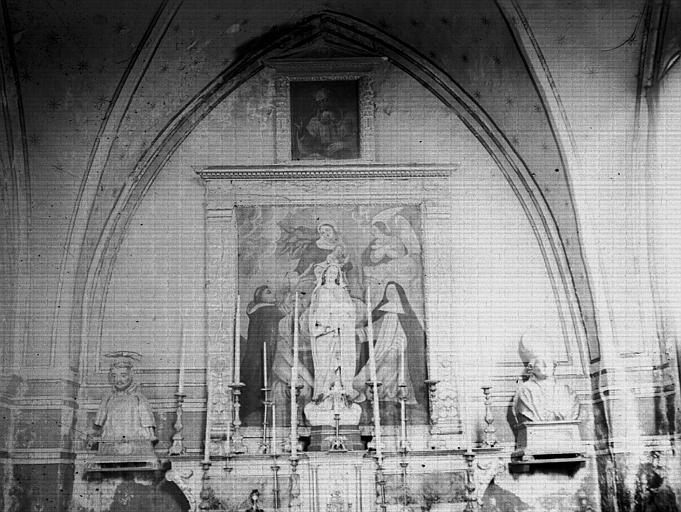 Intérieur : choeur, autel, statues