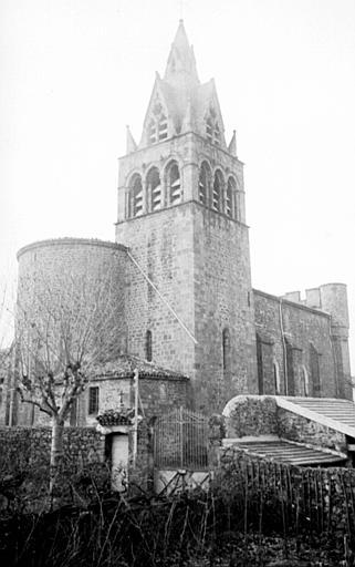 Extérieur : vue éloignée de l'édifice, absidiole, tour clocher, abords