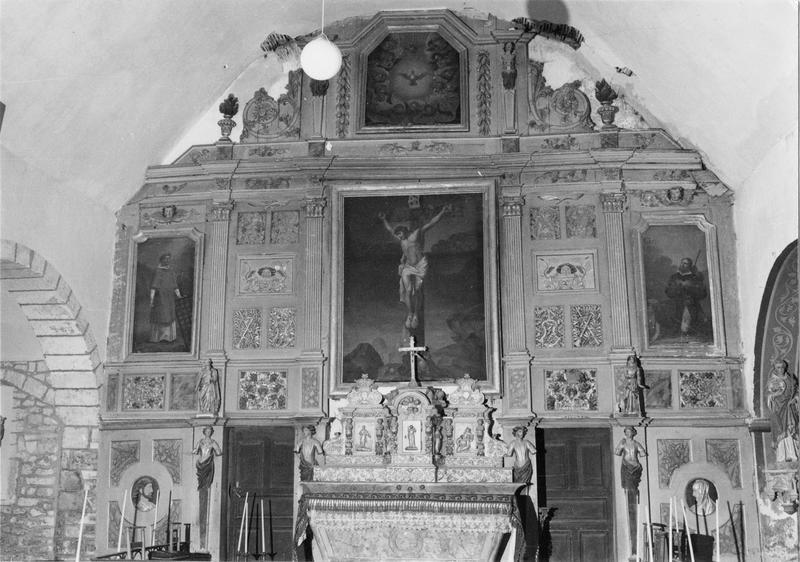 retable, tableaux (4), tabernacle (maître-autel) : Christ en croix (le), saint Laurent, saint Roch, colombe du saint Esprit (la), bon pasteur (le)