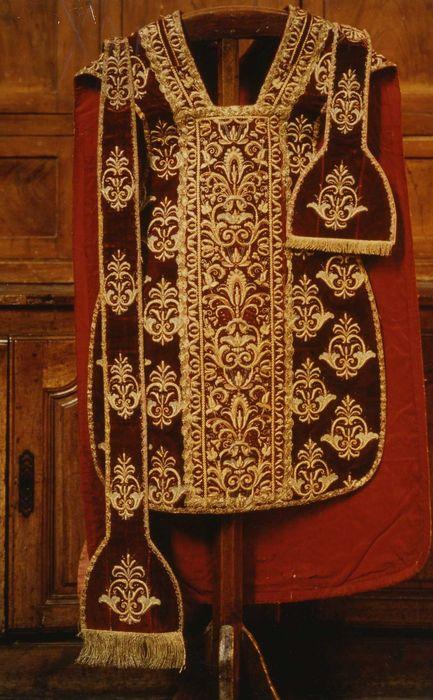 Chasuble, étole de clerc et manipule (ornement pontifical)