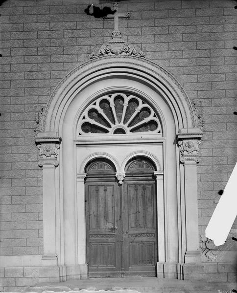Transept, portail, extérieur