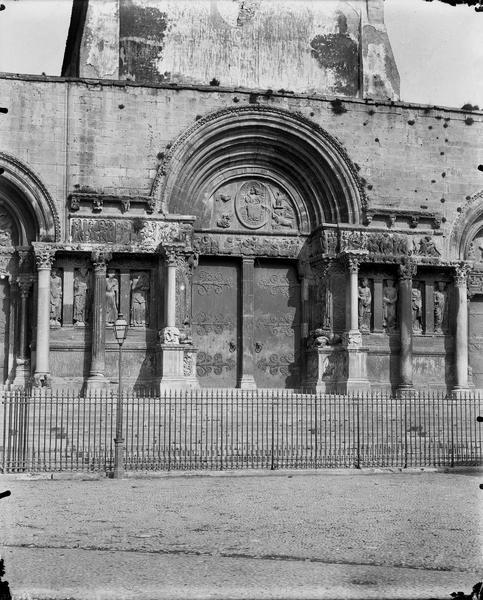 Eglise, façade ouest, portail central