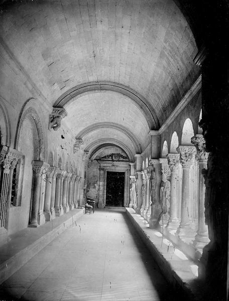 Cloître, galerie
