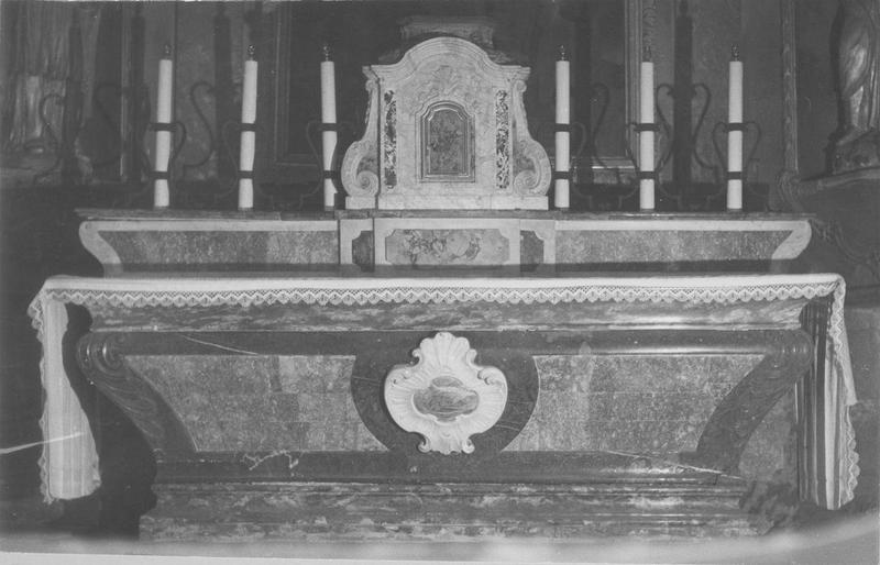 autel, retable, tabernacle, 2 statues (maître-autel) : saint Pierre, évêque