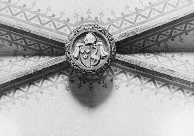 Intérieur : nef, clé de voûte ornée des armes de Joan de Margarit, évêque d'Elne (1453-1462) (supposé)