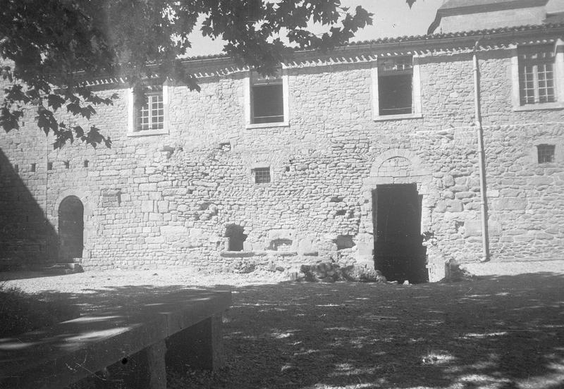 Château comtal : aile ouest sur cour d'Honneur, partie centrale