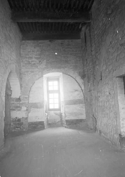 Château comtal, intérieur : aile ouest, premier étage, salle sur passage