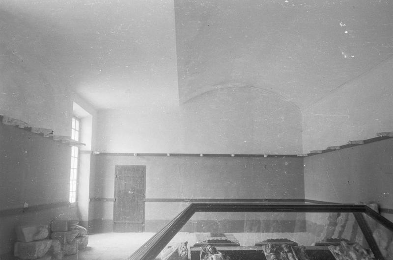 Château comtal, intérieur : aile ouest, premier étage, dépôt lapidaire