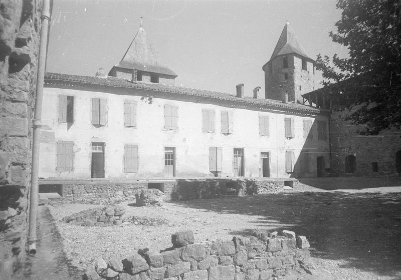 Château comtal : aile nord, façade sur cour d'Honneur