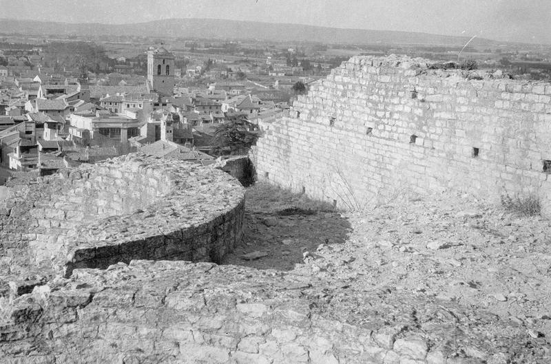 Capitole romain : mur (vestiges) et panorama sur la ville